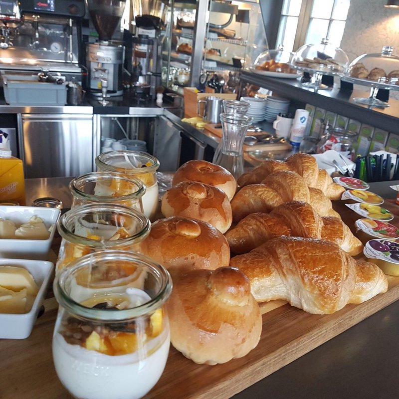 Frühstück im Pavillon