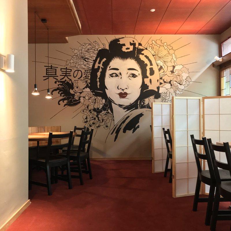 Nebenraum mit Geisha Wandbild