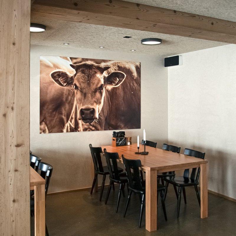 Wandbild Kuh, Altholzbalken