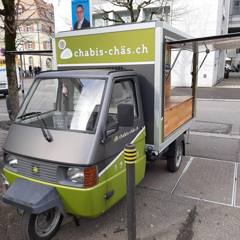 chabis-chäs.ch mit Piaggio in der Stadt