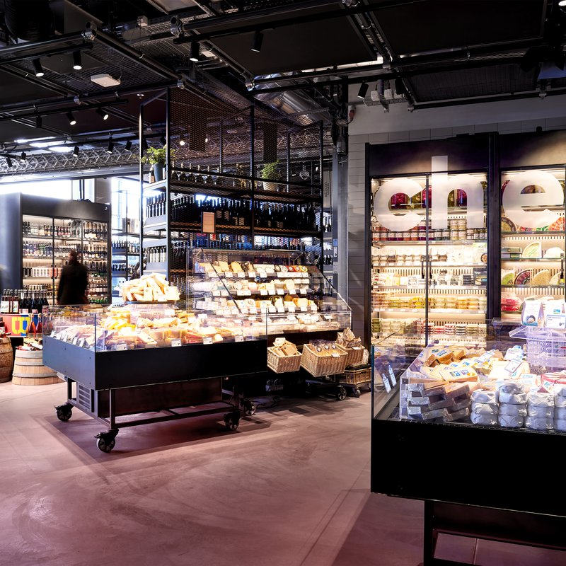 Teil der Marktwelt. In der Käse-Abteilung werden auch frische Apéro-Platten serviert.