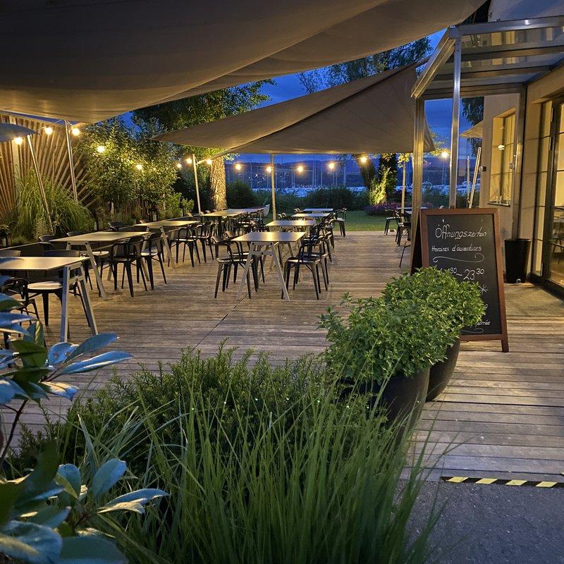 Unsere gemütliche beleuchtete Terrasse