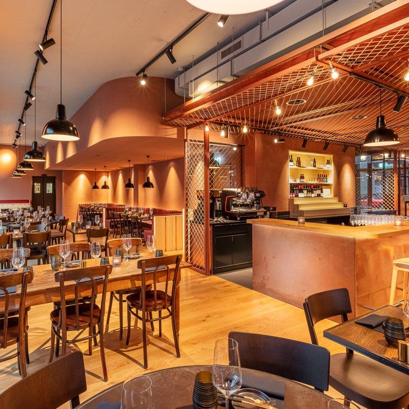 Restaurant Bereich mit Bar