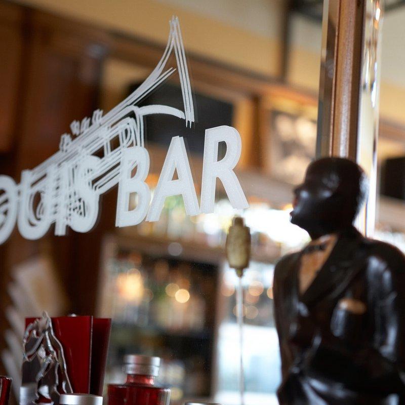 Louis Bar