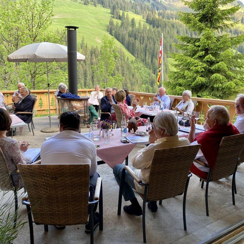 Offsite Meeting in Abländschen auf der Berghotel Zur Sau-Terrasse. #outdoor feeling is real!